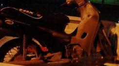Secuestran motocicleta abandonada frente a una escuela