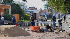 Cipolini supervisó la obra de pavimentación con adoquines en el barrio Loma Linda