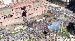 """Covid-19: médico asesor del Gobierno dice que """"el velatorio de Maradona traerá más casos"""""""