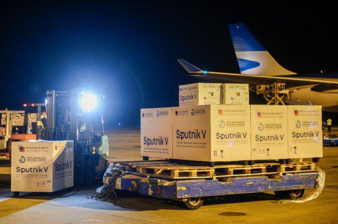 Llegó el cargamento con las 500 mil dosis de la vacuna Sputnik V